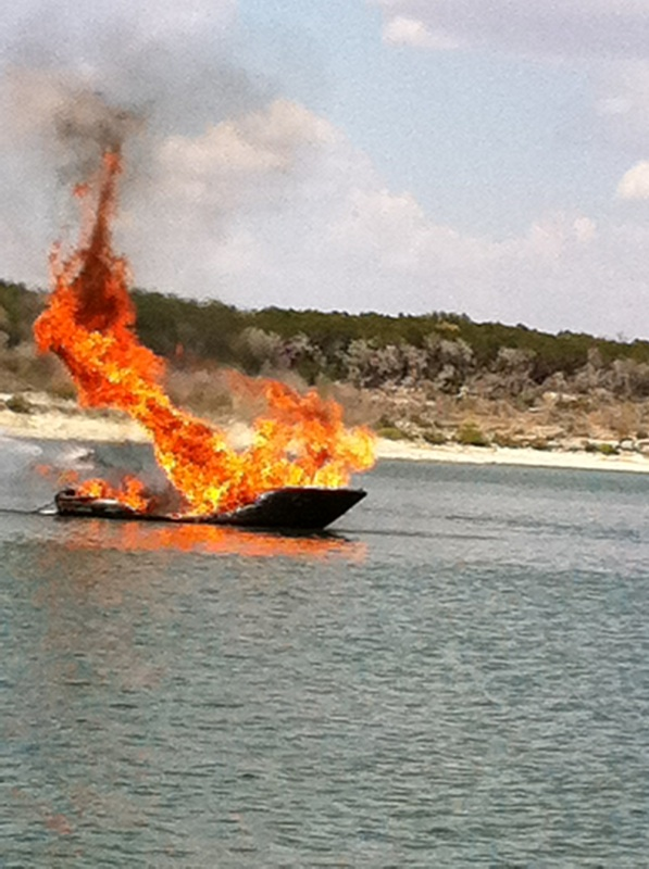 Boat fire on Lake Belton